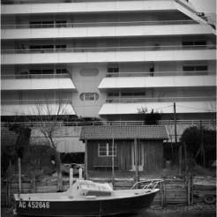 BLOG-DSC_11381-bateau cabane et Paquebot pointe Aiguillon Arcachon N&B