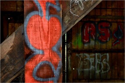 BLOG-DSC_15477-poutre et tags lavoir Audenge 2