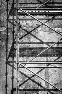 BLOG-DSC_15696-ombres échafaudages château Certes Août 2012 N&B