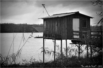 BLOG-DSC_17885-cabane Rives d'Arcins Garonne N&B