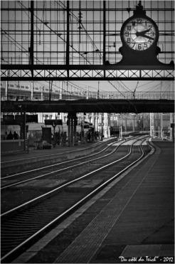 BLOG-DSC_18058-rail et pendule gare Bordeaux St Jean N&B