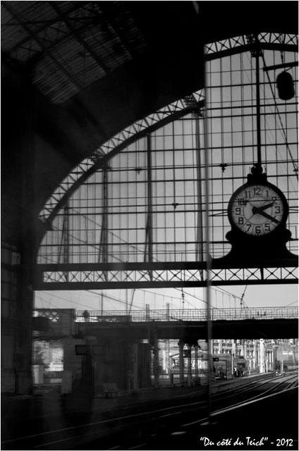 BLOG-DSC_18060-pendule gare Bordeaux St Jean  et reflet N&B