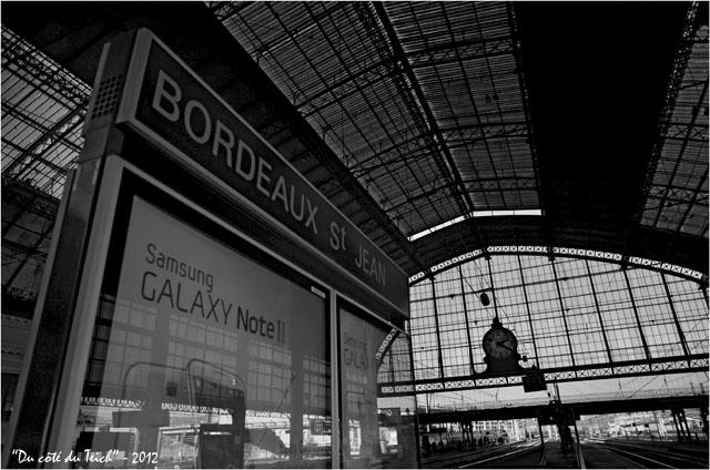 BLOG-DSC_18061-panneau gare Bordeaux St Jean N&B