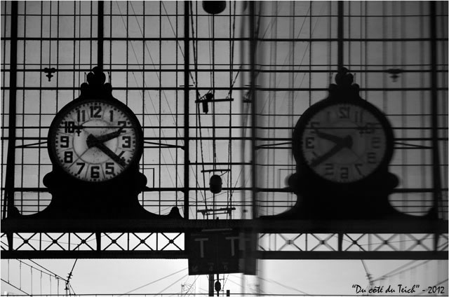BLOG-DSC_18063-pendule gare Bordeaux St Jean et reflet N&B