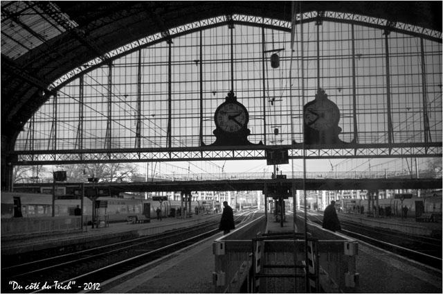 BLOG-DSC_18064-reflet pendule gare Bordeaux St Jean N&B