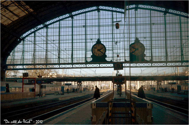 BLOG-DSC_18064-reflet pendule gare Bordeaux St Jean