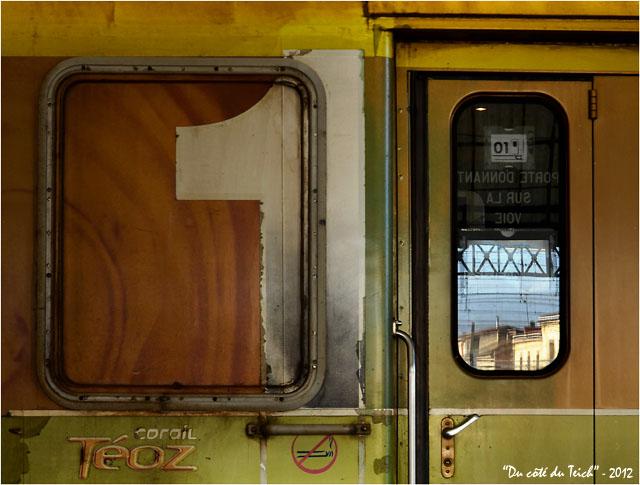 BLOG-DSC_18068-reflet fenêtre train Corail Téoz jaune