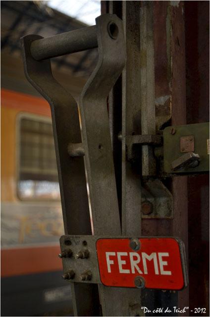 BLOG-DSC_18075-détail quai gare et wagon Corail Téoz