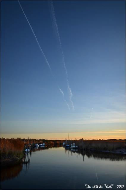 BLOG-DSC_18222-sillages avions et Leyre lumière du soir