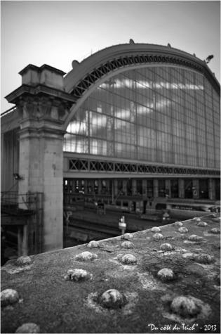 BLOG-DSC_19269-passerelle et verrière gare Bordeaux St Jean N&B