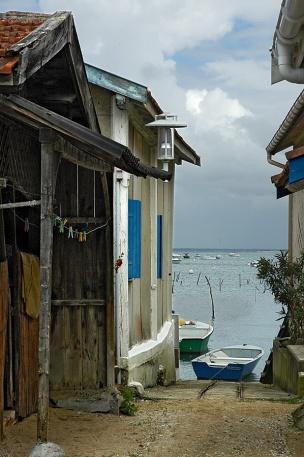CP-DSC_7615-ruelle, barque bleue & Bassin