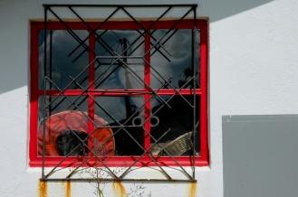 CP-DSC_7947-gilet & fenêtre rouge