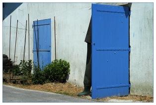 CP-DSC_8175-bottes & portes bleues
