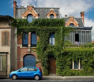 CP-DSC_9019-maison bleue & Nissan Note bleu