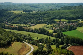 CP-DSC_9131-village au pied de Puycelci