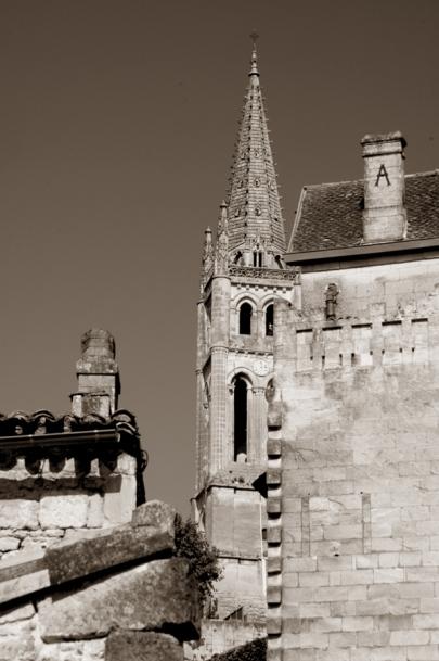 CP-DSC_9353-clocher caché sépia