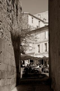 CP-DSC_9360-ruelle & terrasses cafés sépia