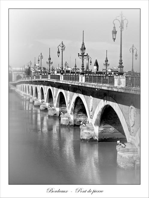 CP-IMG_0662-pont vertical N&B flou 2 copie