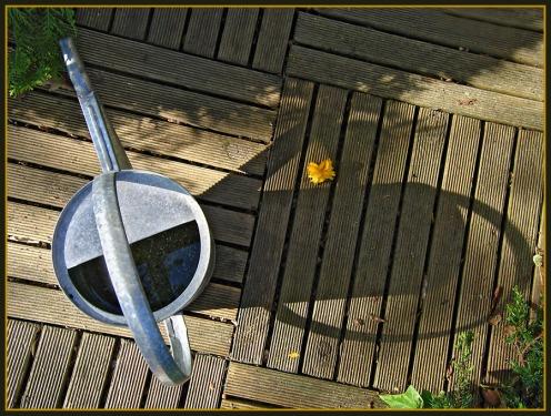 CP-IMG_6771-ombre arrosoir sur caillebotis