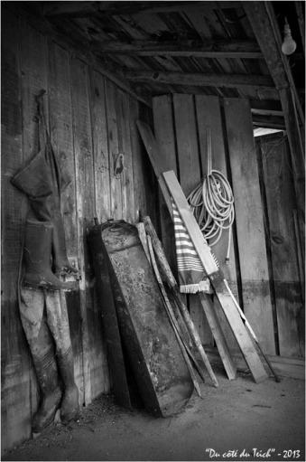 BLOG-DSC_19931-bric à brac porche cabane N&B