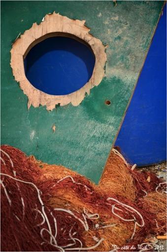 BLOG-DSC_20565-contreplaqué troué bidon bleu et filet