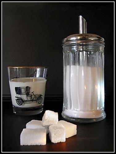 CP-IMG_6578-verseuse sucre, verre de lait SUCRE BLANC