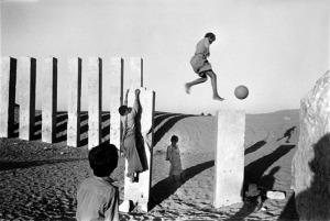 Samer Mohrad -  Mes Arabies Remains of the Sun Temple of the Sabaen kingdom, Marib, Yemen, 1994