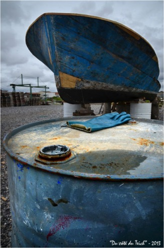 BLOG-DSC_21394-bidon gant et chaland bleu port Meyran