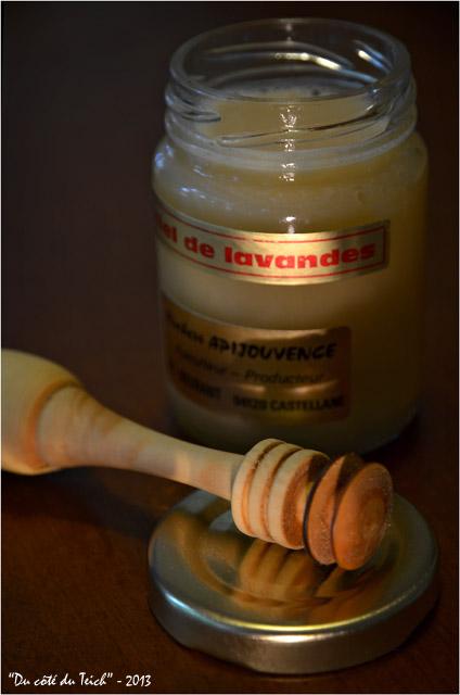 BLOG-DSC_22268-cuillère et pot de miel