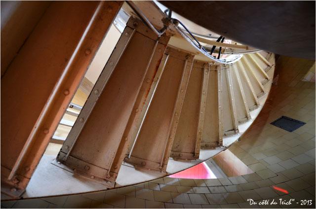 BLOG-DSC_22580-escalier sommet phare Cap-Ferret