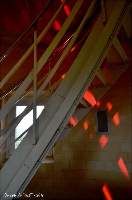 BLOG-DSC_22658-lumière escalier sommet phare Cap-Ferret