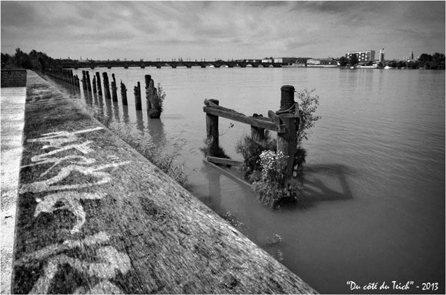 BLOG-DSC_22831-berges Garonne pont de pierre et Bordeaux Bastide N&B