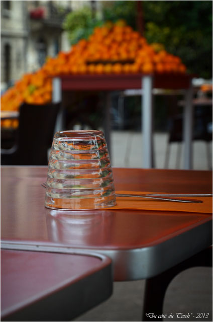 BLOG-DSC_23401-verre tables et étal oranges St Michel Bordeaux
