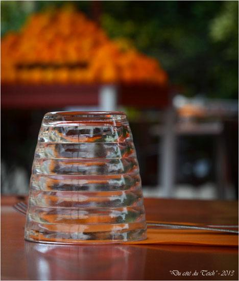 BLOG-DSC_23403-verre tables et étal oranges St Michel Bordeaux