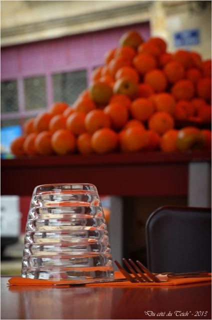 BLOG-DSC_23410-verre tables et étal oranges St Michel Bordeaux
