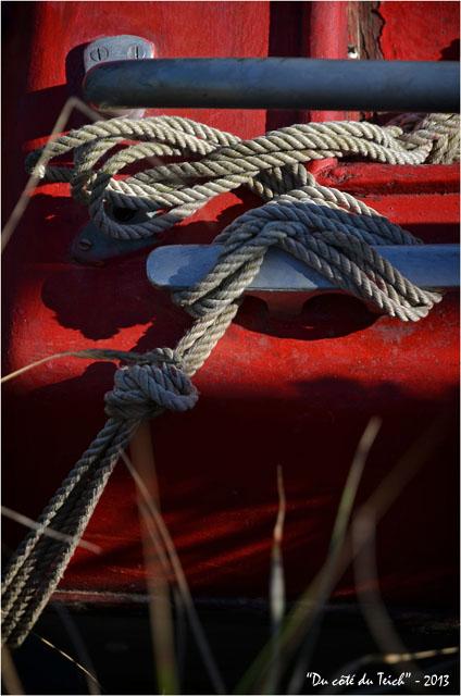 BLOG-DSC_24866-bouts amarrage bateau rouge