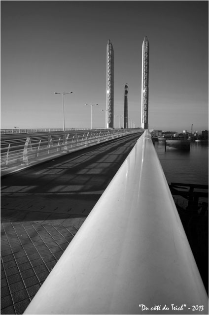 BLOG-DSC_26230-pont Chaban-Delmas Bacalan-Bastide N&B