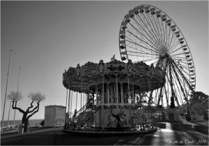 BLOG-DSC_26524-25-manège et grande roue place Peyneau Arcachon N&B