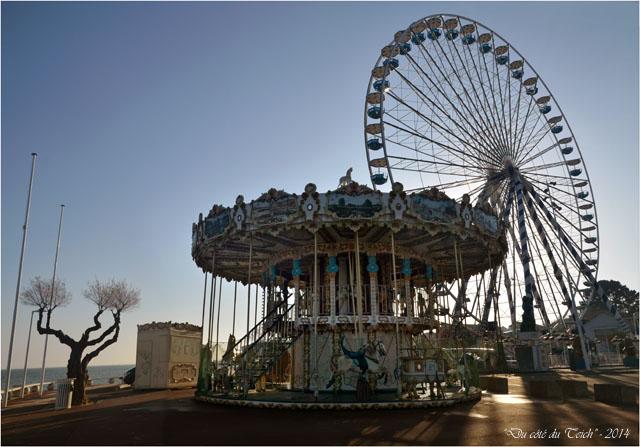 BLOG-DSC_26524-25-manège et grande roue place Peyneau Arcachon