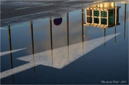 BLOG-DSC_26579-reflet ancienne capitainerie port Arcachon