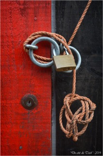 BLOG-DSC_26775-cadenas et cordelette porte rouge
