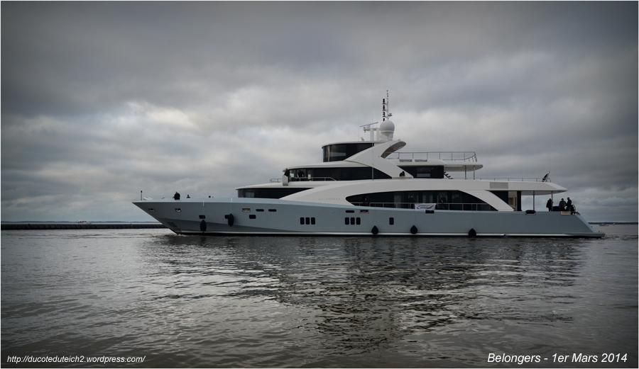 BLOG-DSC_27078-mise à l'eau yacht 5000 Fly 02 Couach le Belongers 1er Mars 2014