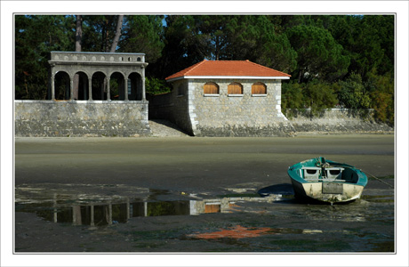 BLOG-DSC_0069-barque,batisses & reflets plage Taussat