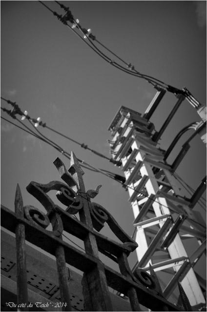 BLOG-DSC_27938-grille et caténaires Bordeaux St Jean N&B