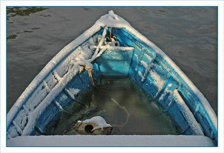 BLOG-DSC_4206-barque bleue et neige