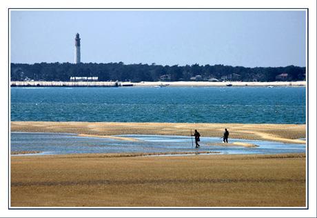 BLOG-DSC_5791-phare Cap-Ferret  & 2 pêcheurs plage Péreire
