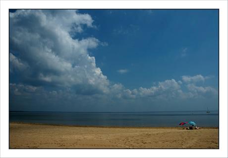 BLOG-DSC_7017-plage, parasol, nuage Cazaux