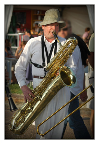 BLOG-DSC_7671-musicien Tchanquetas 2007 cadre et vignettage 2