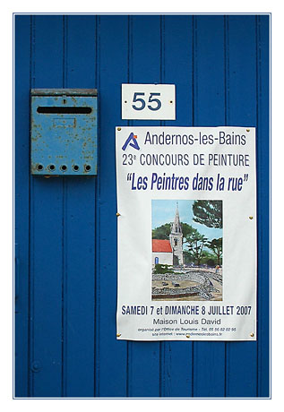 BLOG-DSC_7961-porte bleue, boîte & affiche Andernos