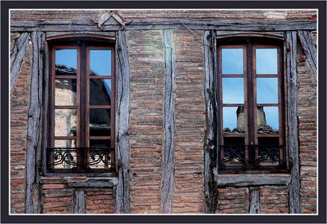 BLOG-DSC_9079-reflets fenêtres & colombages Castelnau Montmiral
